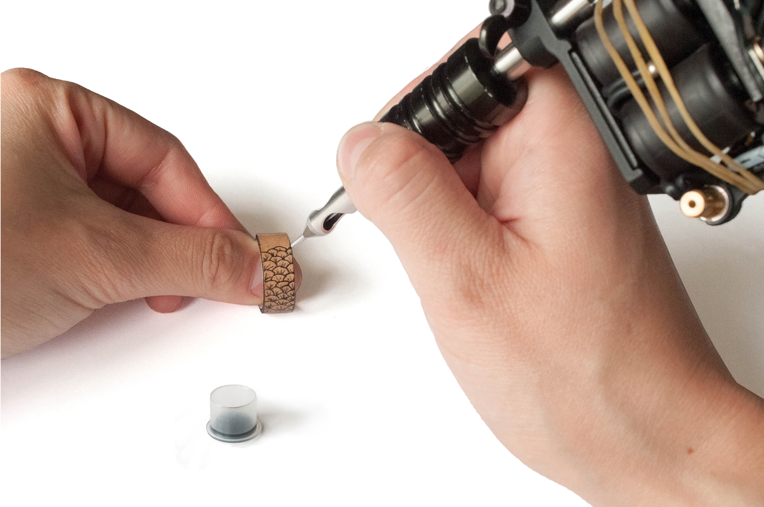 tatouage bague croix bijoux populaires. Black Bedroom Furniture Sets. Home Design Ideas