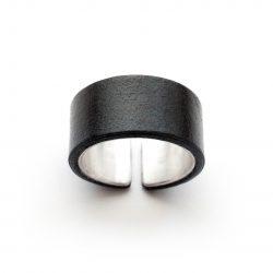 Anne-Sancey_bague-argent-cuir-10-noir