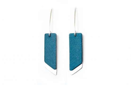 Anne Sancey, boucles d'oreilles cuir bleu 10mm