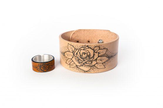 Anne Sancey - bracelet et bague tatoués motif Rose