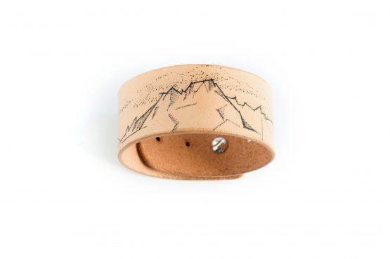 Anne Sancey - bracelet tatoué motif Montagne