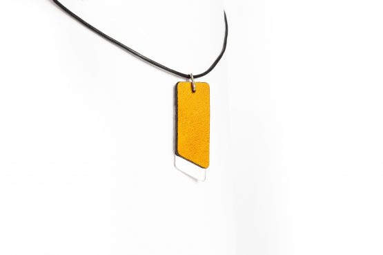Anne Sancey, collier cuir jaune 10mm