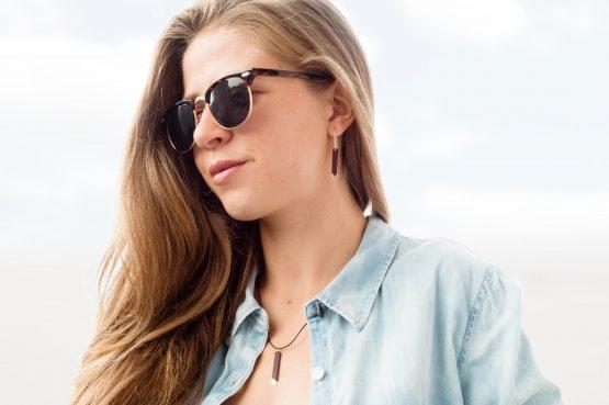 Anne Sancey, boucles d'oreilles et collier cuir acajou 5mm