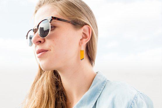 Anne Sancey, boucles d'oreilles jaune 10mm