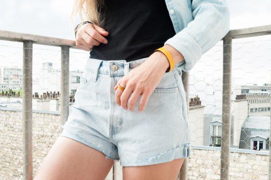 Anne Sancey, bague et bracelet cuir jaune