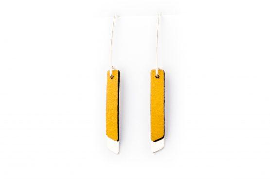 Anne Sancey, boucles d'oreilles cuir jaune 5mm